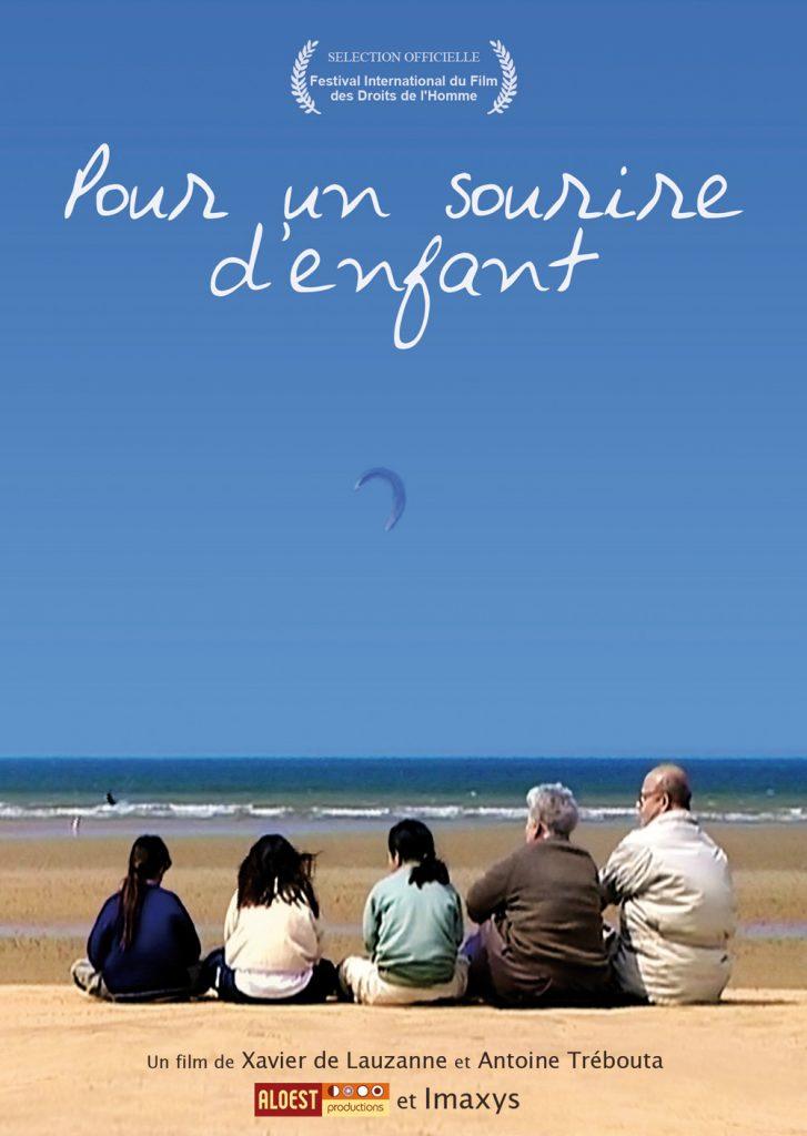 Pour un sourire d'enfant, un film de Xavier de Lauzanne - affiche documentaire enfants décharge