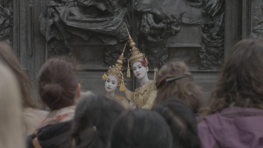 En tournée, en Suisse en en France, Le Ballet royal du Cambodge s'est produit à Paris sur la scène de la Philharmonie