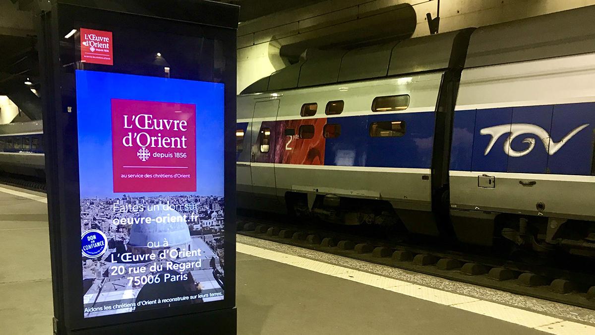 Aloest Image - Publicité pour l'Oeuvre d'Orient, diffusé un écran digital de la gare Montparnasse